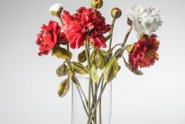 Lilla Tabasso Peonia rossa (Red) Unique work, Milano, 2017 Flamed Murano Glass, hand-blown and modelled H. 29,5 cm Courtesy Caterina Tognon, Venezia